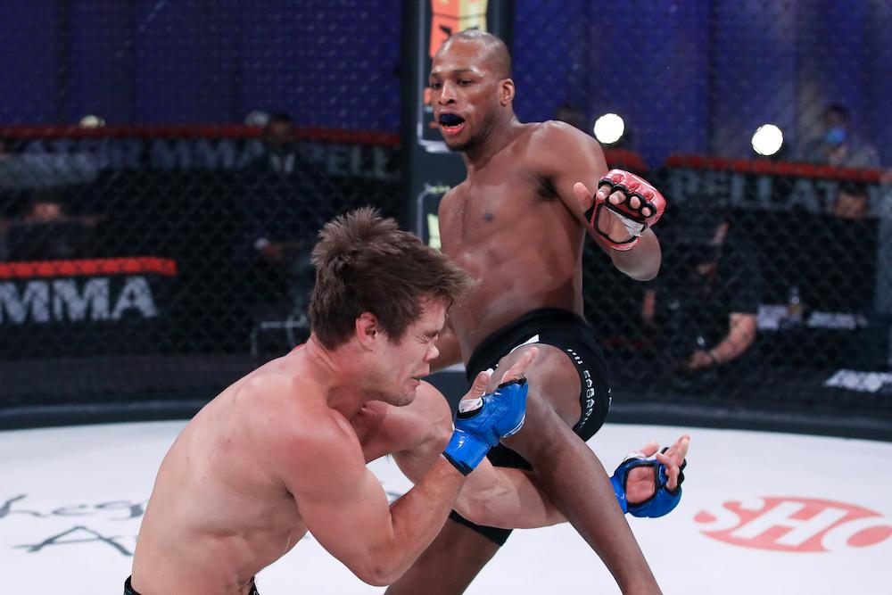 Page nghiên cứu kỹ cách di chuyển của đối phương để ra đòn chính xác. Ảnh: Bellator MMA