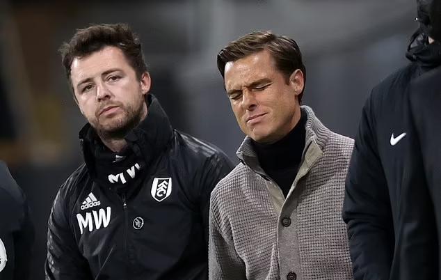 HLV Fulham, Scott Parker (áo xám) thất vọng trong ngày xuống hạng. Ảnh: PA.