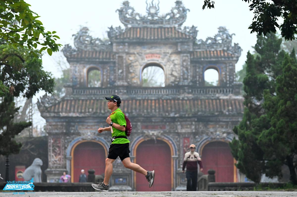 A runner at the VNExpress Marathon Hue 2020. Photo: VnExpress Marathon.