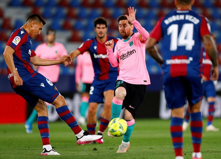 Levante bangkit dengan kuat setelah menyamakan kedudukan 2-2 dari kesalahan Messi.  Foto: EFE