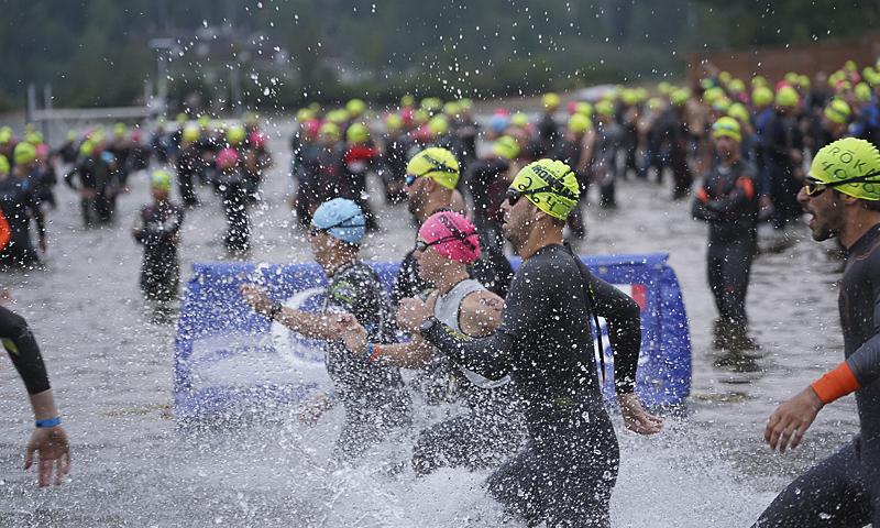 Các VĐV dự Ironman Mont-Tremblant. Ảnh: Triathlon Magazine Canada