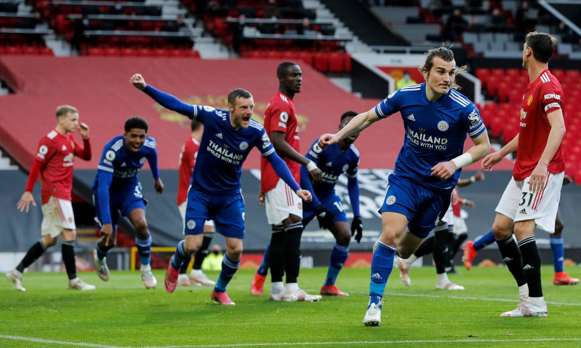 Leicester (kaos hijau) mengakhiri rekor tak terkalahkan Man Utd yang ke-14 di Liga Premier.  Foto: Reuters
