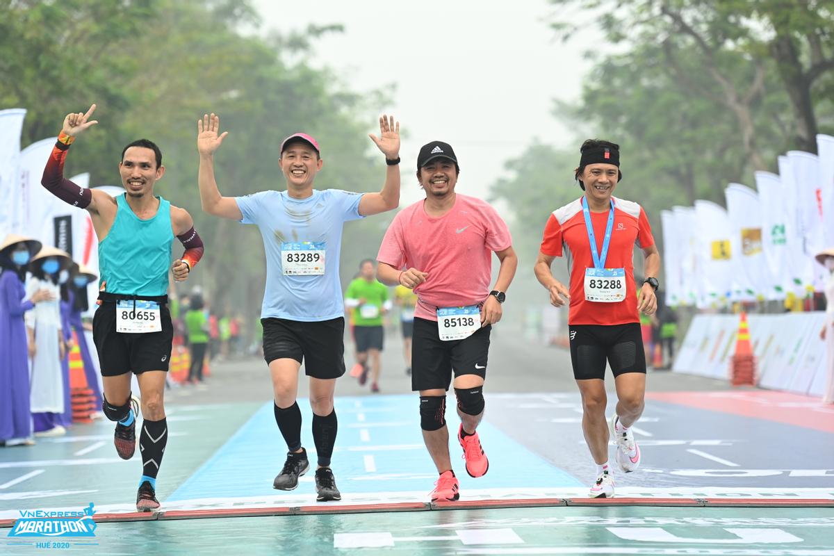 Chạy để sáng tạo khuyến khích tham gia theo nhóm, tạo động lực luyện tập. Ảnh: VnExpress Marathon.