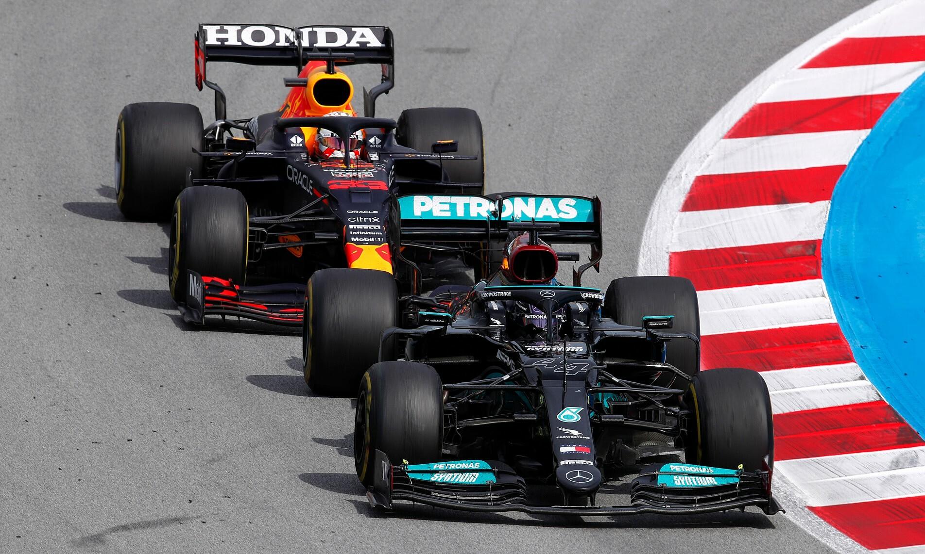Chiến thuật 2 pit là lựa chọn chính xác, giúp Hamilton và Mercedes đánh bại Verstappen và Red Bull tại Catalunya hôm 9/5. Ảnh: Racefan.net