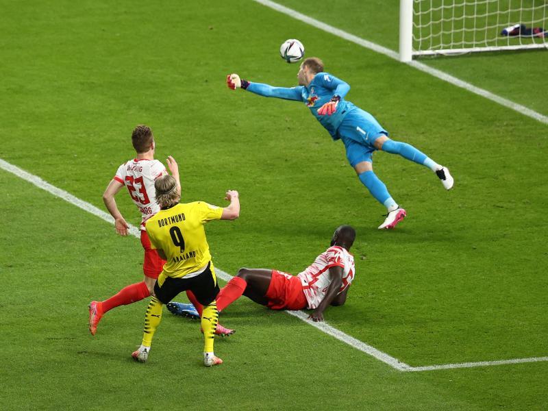 Haaland trong tình huống ấn định thắng lợi 4-1 cho Dortmund. Ảnh: DPA