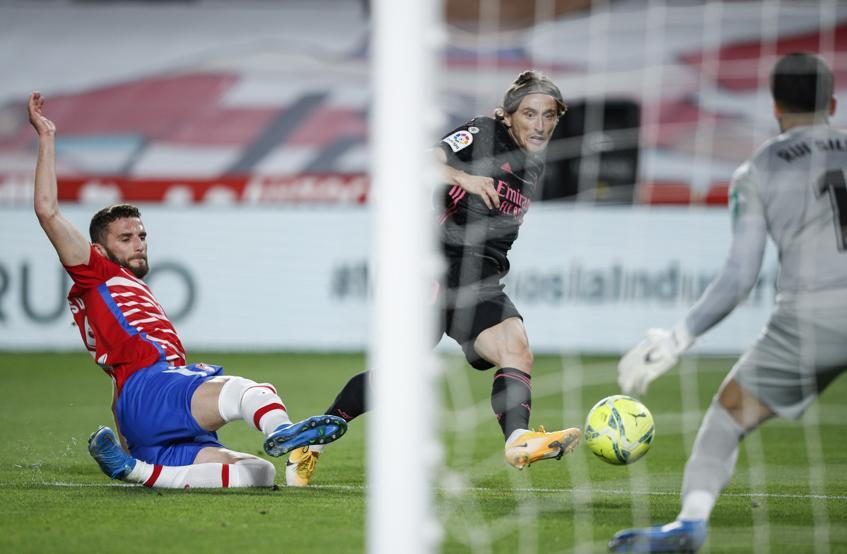 Modric mencetak gol dalam kemenangan melawan Granada 4-1 pada 13 Mei.  Foto: Mundo Deportivo