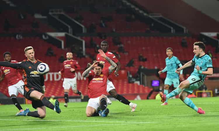 Liverpool giành ba điểm quan trọng trước Man Utd để nuôi hy vọng lọt top bốn. Ảnh: EPA.