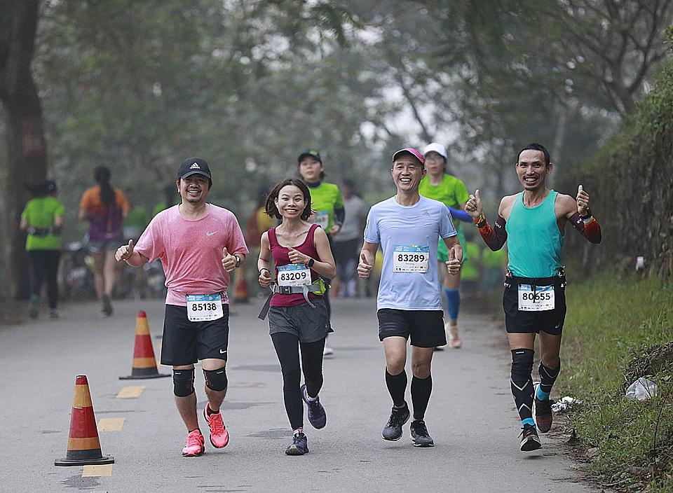 Vận động viên có thể chạy theo nhóm. Ảnh: VnExpress Marathon.