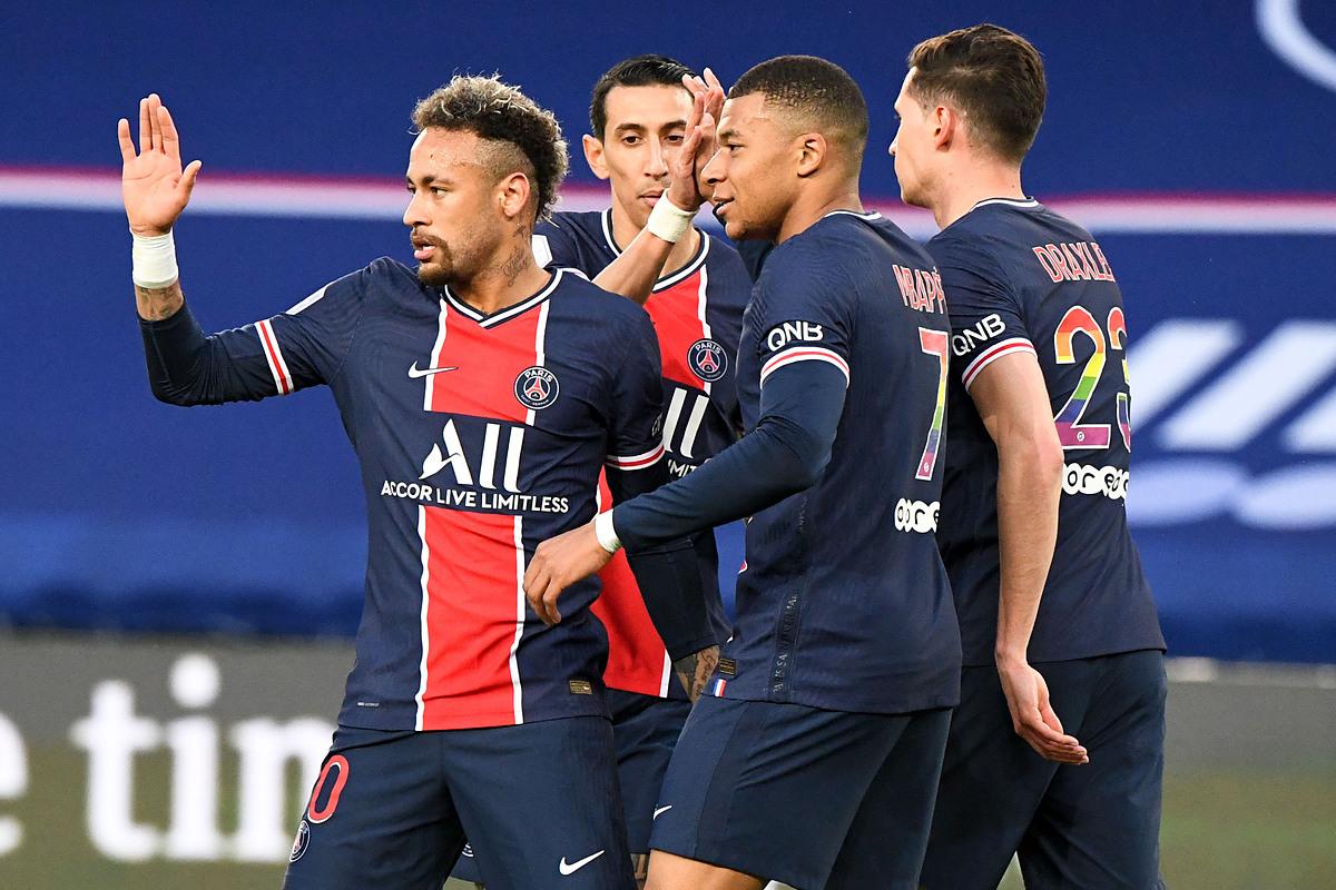 Neymar dan rekan satu timnya merayakan gol pembuka.  Foto: Reuters.