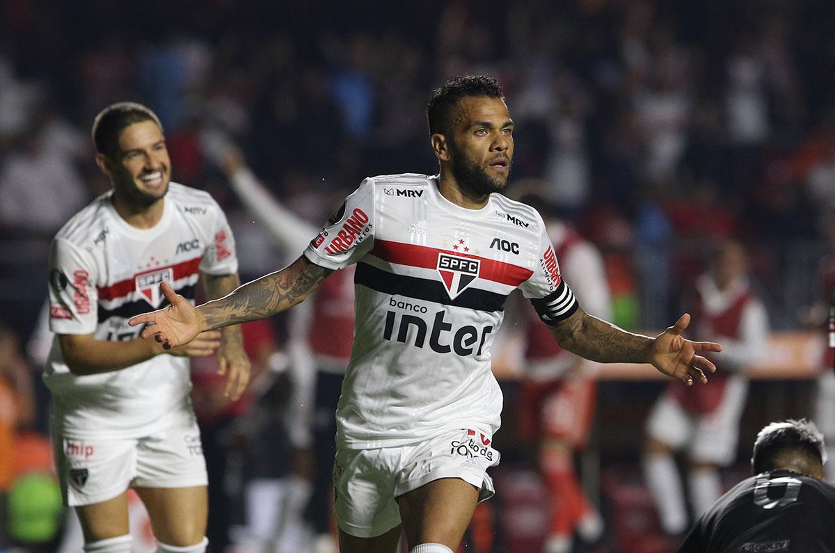 Dani Alves telah memainkan 84 pertandingan, mencetak 10 gol sejak kembali ke Sao Paulo.  Foto: SPFC
