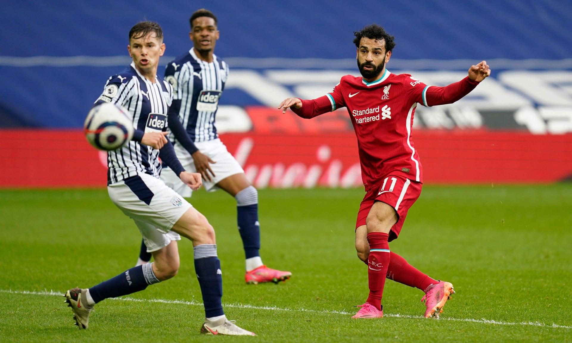 Salah ghi bàn gỡ hoà 1-1 cho Liverpool bằng cú cứa lòng hiểm ở phút 33. Ảnh: Reuters