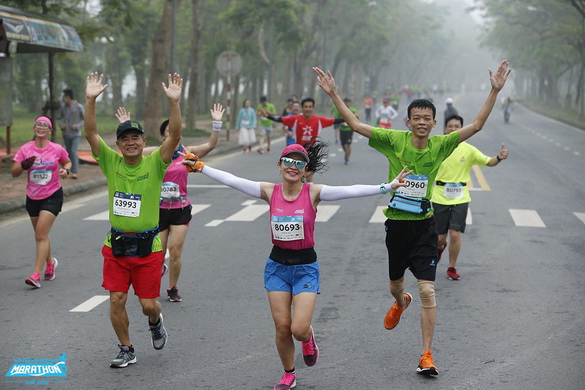 Organizers encourage running in groups, friends or family.  Photo: VnExpress Marathon.