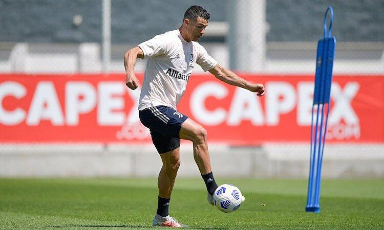 Ronaldo dalam latihan sebelum pertandingan Juventus melawan Milan pada 8 Mei.  Foto: Juventus FC.