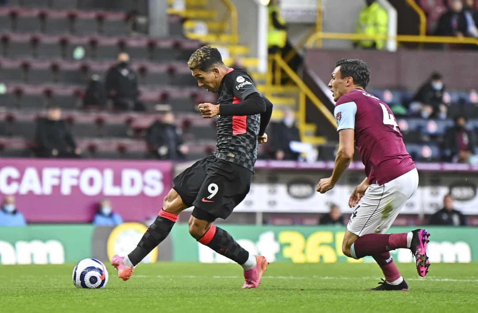 Firmino adalah pemilik gol pembuka Liverpool dalam kemenangan penting melawan Burnley kemarin 19/5.  Foto: Reuters