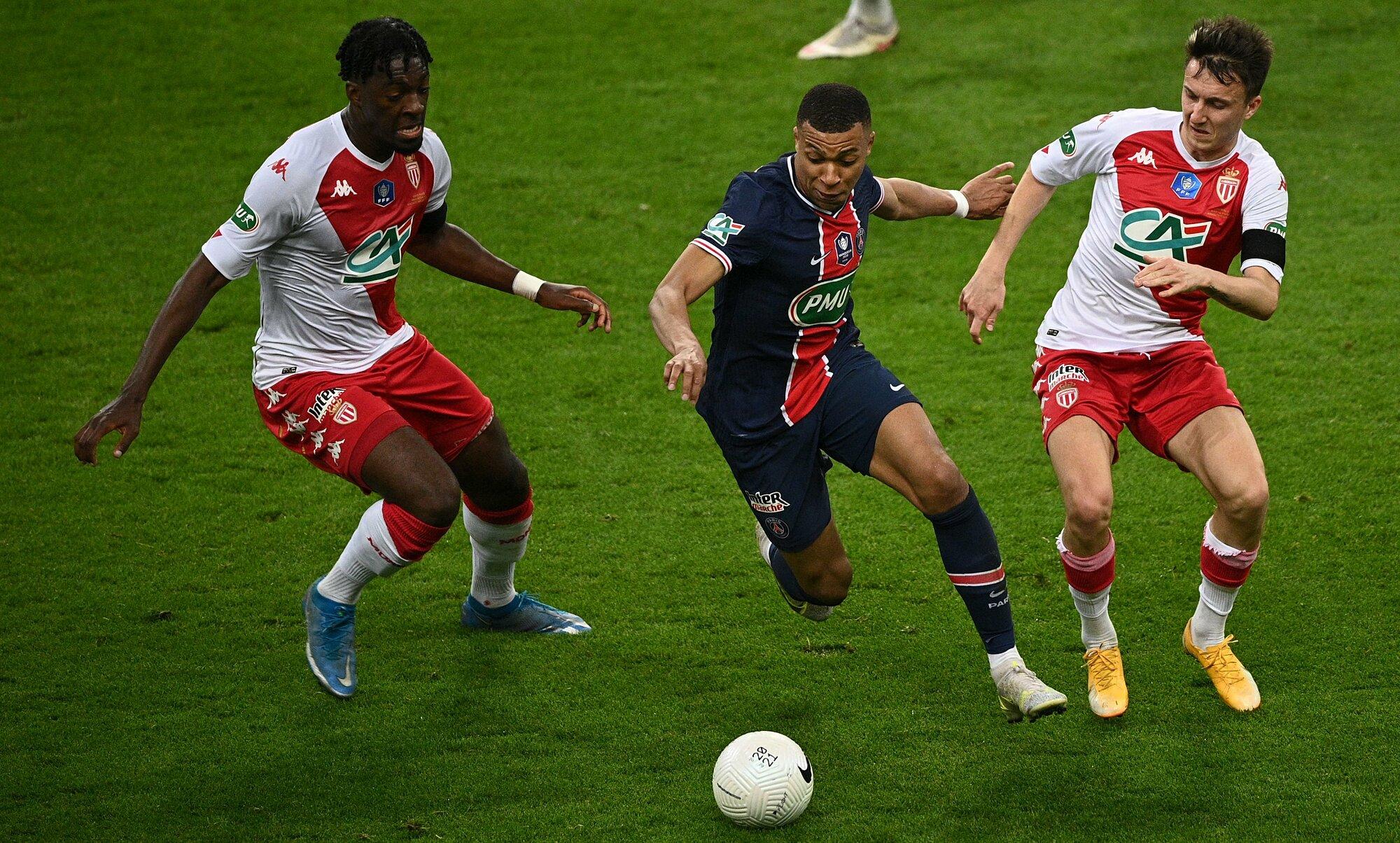 Mbappe khiến hàng phòng ngự Monaco thất điên bát đảo trong trận chung kết Cup Quốc gia Pháp hôm 19/5. Ảnh: AFP