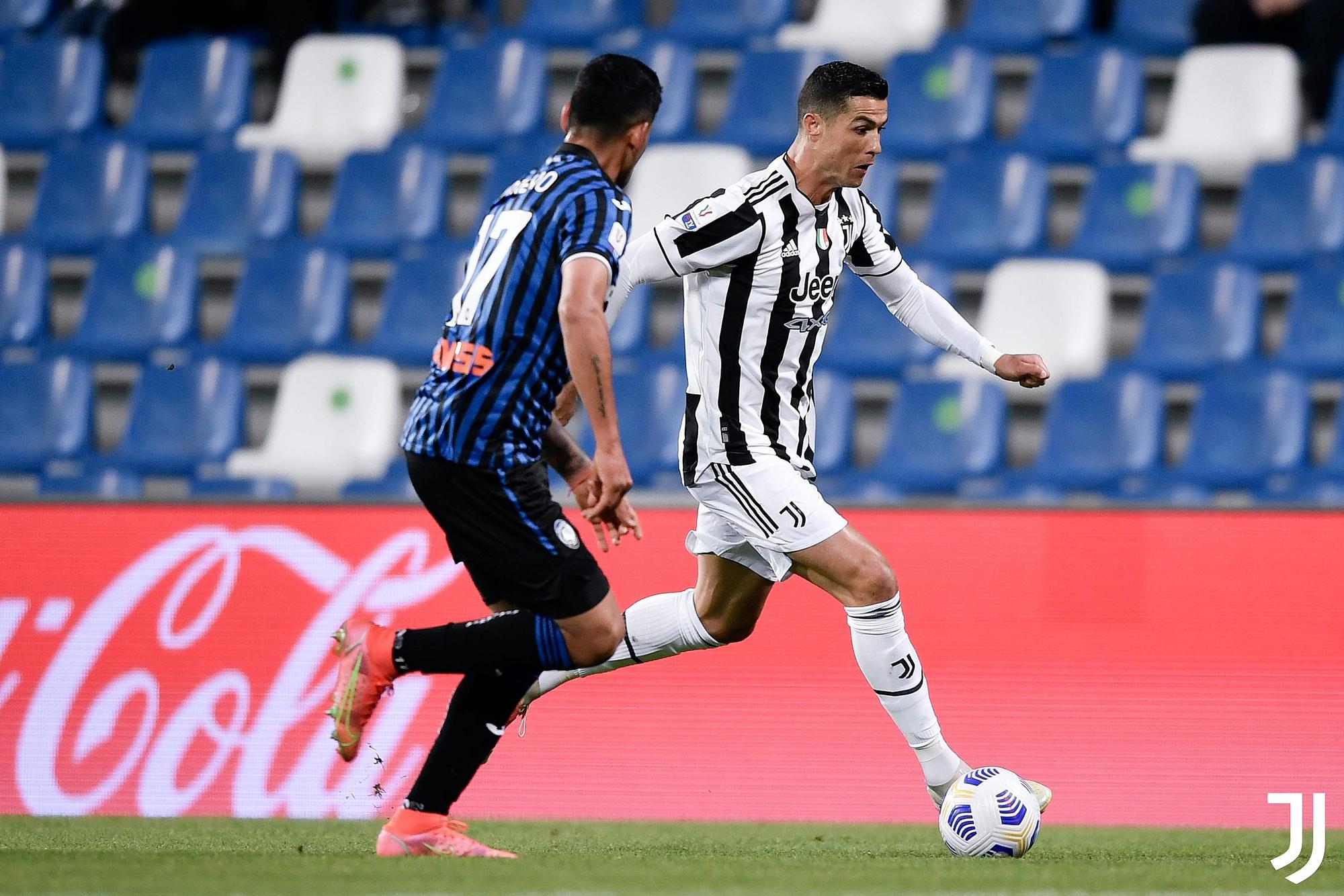 Ronaldo menendang penuh 90 menit, tapi gagal.  Dia gagal mencetak gol dalam tiga pertandingan melawan Atalanta di semua kompetisi musim ini.  Di leg pertama Serie A, Ronaldo gagal mengeksekusi penalti dengan hasil imbang 1-1.  Di leg kedua, dia terdiam dan Juventus kalah 0-1 di Atalanta.  Foto: Twitter / Juventus