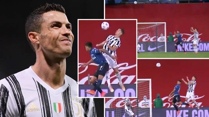 Ronaldo vượt trội Romero trong pha không chiến dù có chiều cao tương đương nhau. Ảnh: BT Sport.