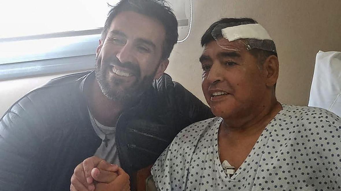 Luque (kiri) adalah dokter Maradona selama bertahun-tahun, sebelum legenda Argentina meninggal.  Foto: CBS.