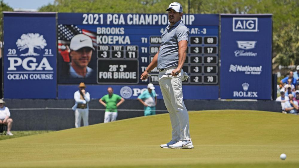 Koepka menyesal setelah birdie patah di hole 9 ronde pertama Kejuaraan PGA di Ocean Stadium pada 20 Mei.  Foto: AP