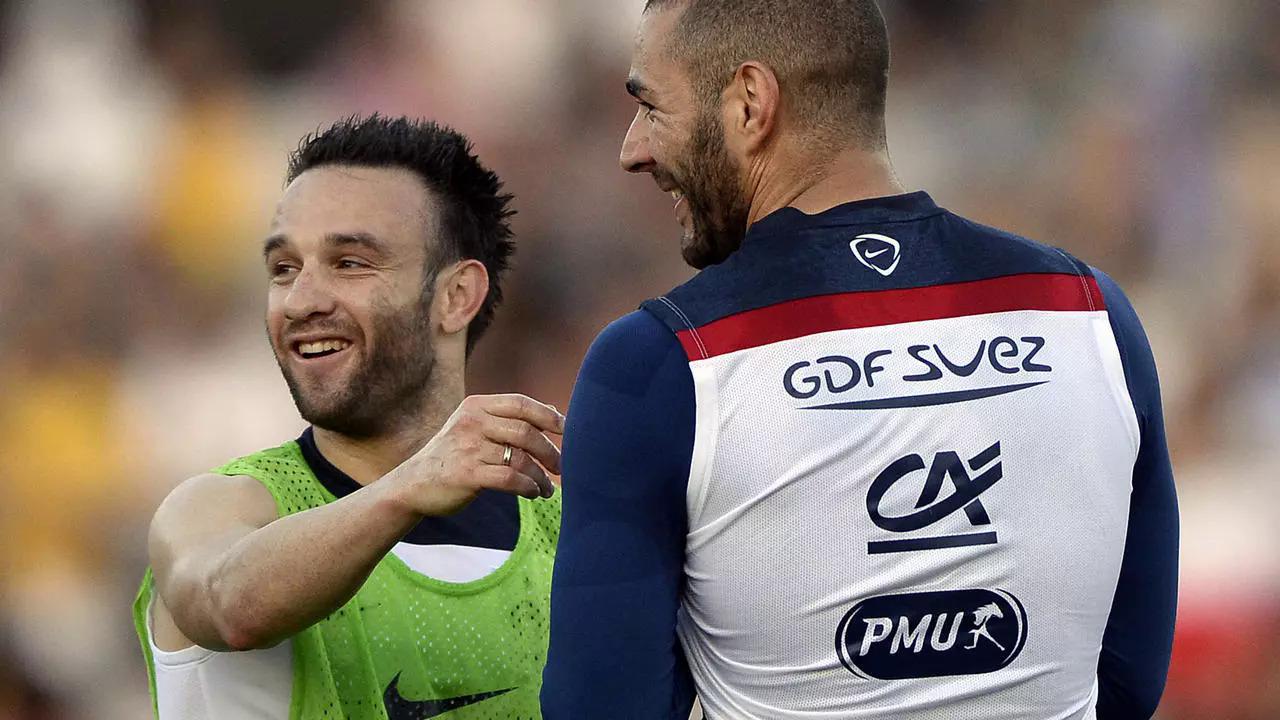 Valbuena và Benzema thời còn thân thiết trong màu áo tuyển Pháp dự World Cup 2014 ở Brazil. Ảnh: AFP