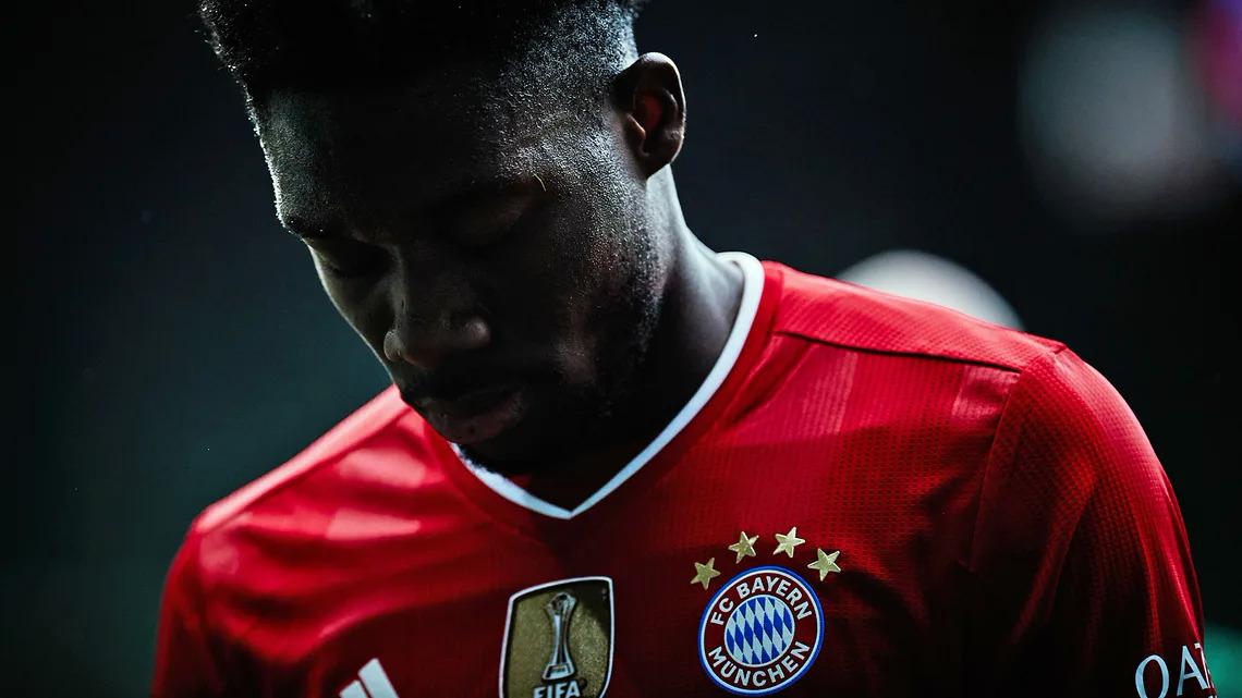 Seragam Bayern mulai hari ini akan menampilkan bintang kelima.  Foto: DFL