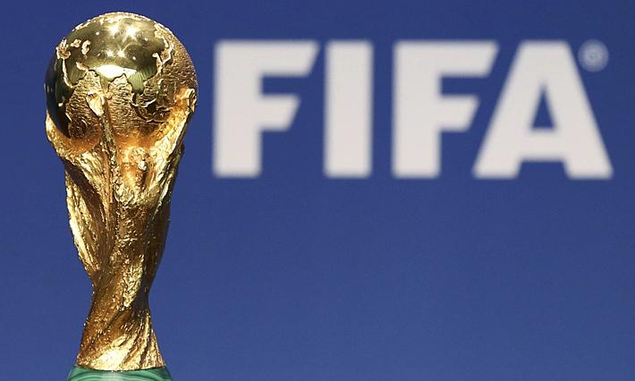 ถ้วยสำหรับแชมป์ฟุตบอลโลกคนต่อไปจะถูกนำเสนอในกาตาร์ในเดือนธันวาคม 2565  ภาพ: Reuters