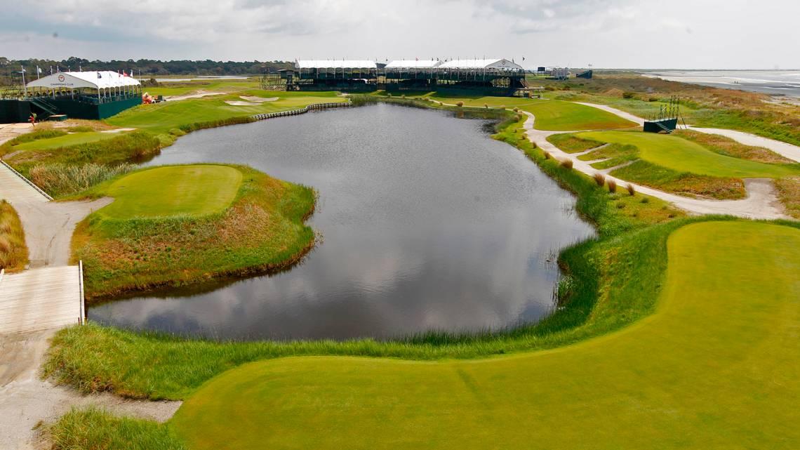 Hồ nước kéo dài từ đầu đến cuối là cạm bẫy khiến nhiều golfer sập hầm tại sân Ocean. Ảnh: AP