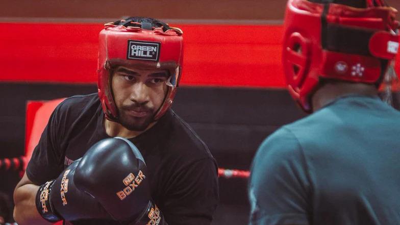 Fau Vake practices with UFC champion Israel Adesanya at City Kickboxing Club.  Photo: Instagram / Fau Vake