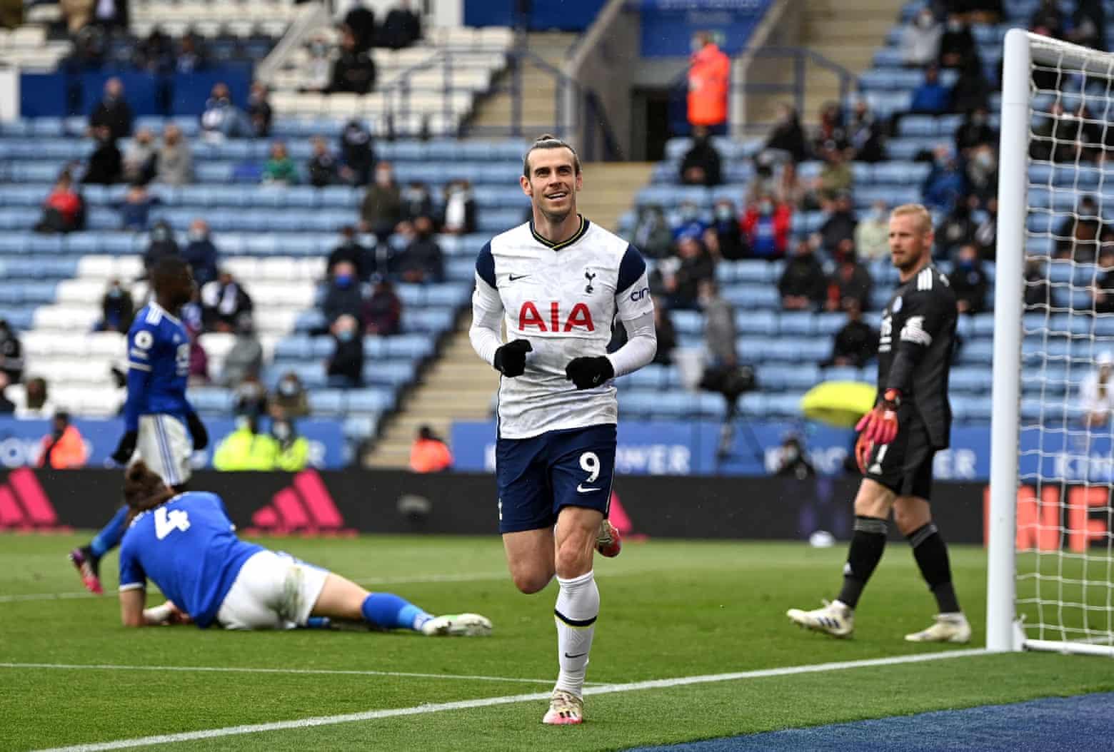 Bale masuk dari bangku cadangan dan mencetak dua gol untuk membantu Tottenham menang 4-2.  Foto: PA