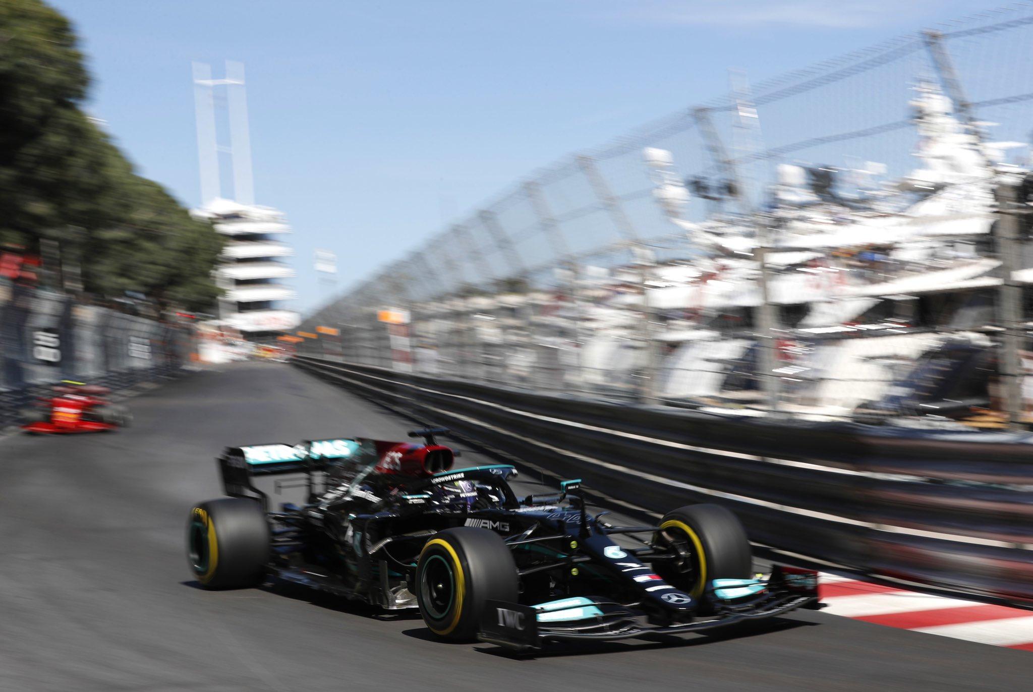 Hamilton mắc kẹt trong các tính toán sai lầm của Mercedes, nên không thể bứt phá trên đường đua chật hẹp của Monaco. Ảnh: Mercedes F1