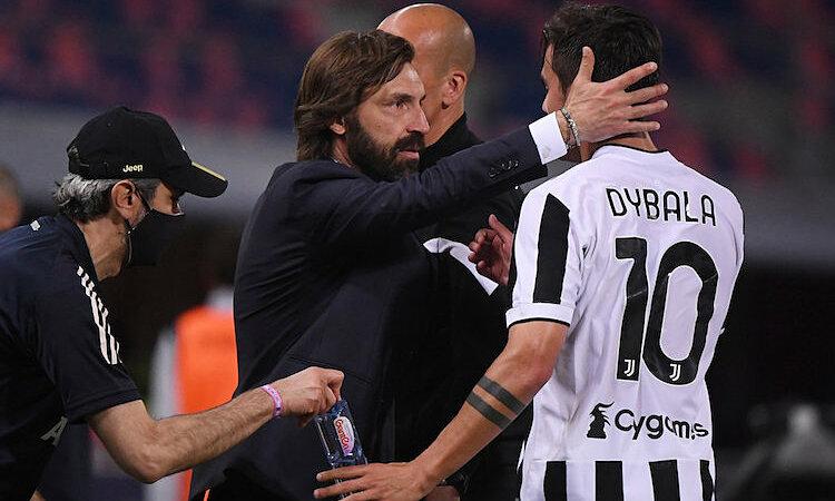 Pirlo memberi selamat kepada Paulo Dybala setelah tim tuan rumah memenangkan tiket ke Liga Champions.  Foto: Reuters.