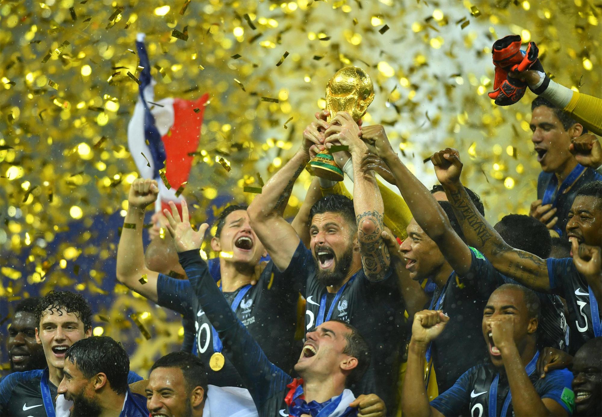 Sự tận tụy vì tập thể là điều khác biệt giúp Giroud có mặt trong thành phần tuyển Pháp vô địch World Cup 2018 - vinh quang mà Benzema có lẽ không bao giờ có được. Ảnh: Reuters