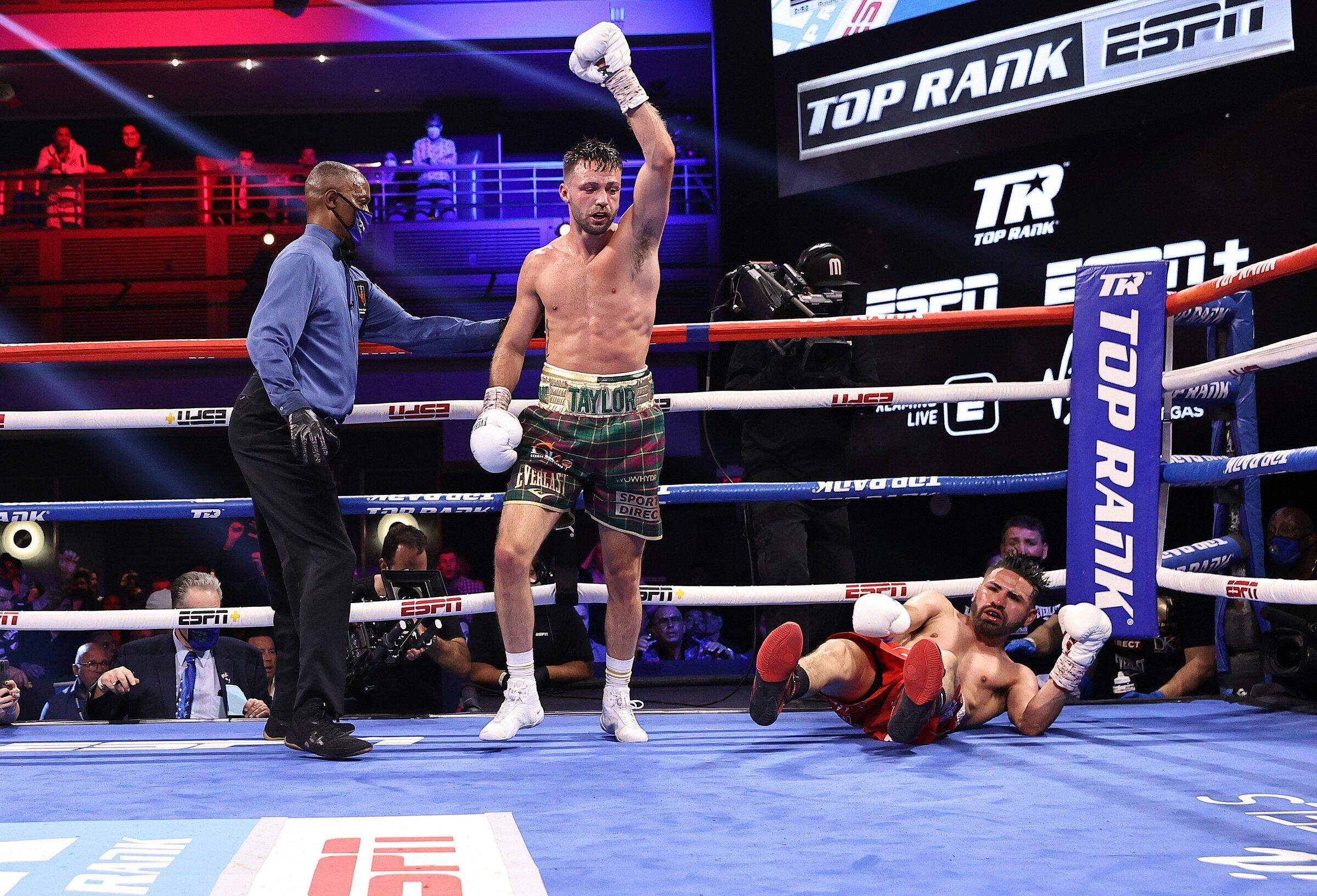Taylor sau một lần đánh ngã Ramirez trong trận đấu hôm 23/5. Ảnh: DAZN