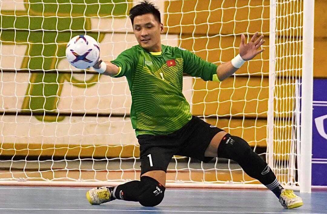 Penyelamatan gemilang dari penjaga gawang Ho Van Y membantu Vietnam berdiri kokoh melawan Lebanon untuk memenangkan tiket ke Piala Dunia.  Foto: Nguyen Chat.
