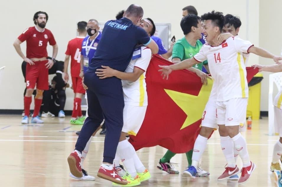 Các tuyển thủ Việt Nam ăn mừng sau khi giành vé vào dự World Cup 2021. Ảnh: VFF.