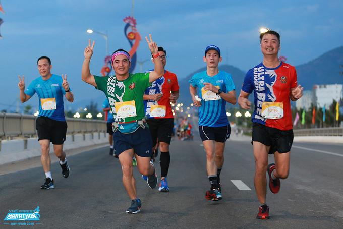 Runners participate in VM Quy Nhon 2020. Photo: VnExpress Marathon