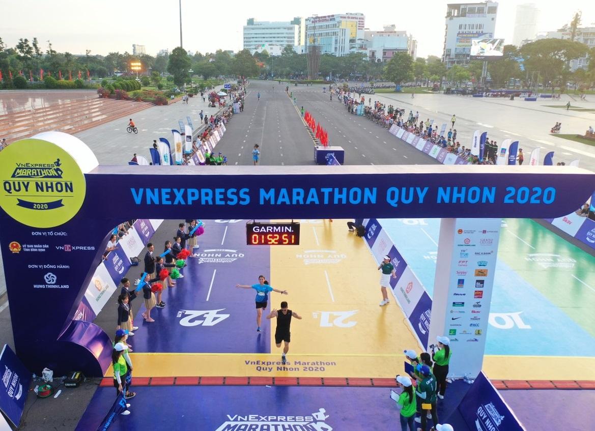 Vạch đích VnExpress Marathon Quy Nhơn 2020. Ảnh: VnExpress Marathon.