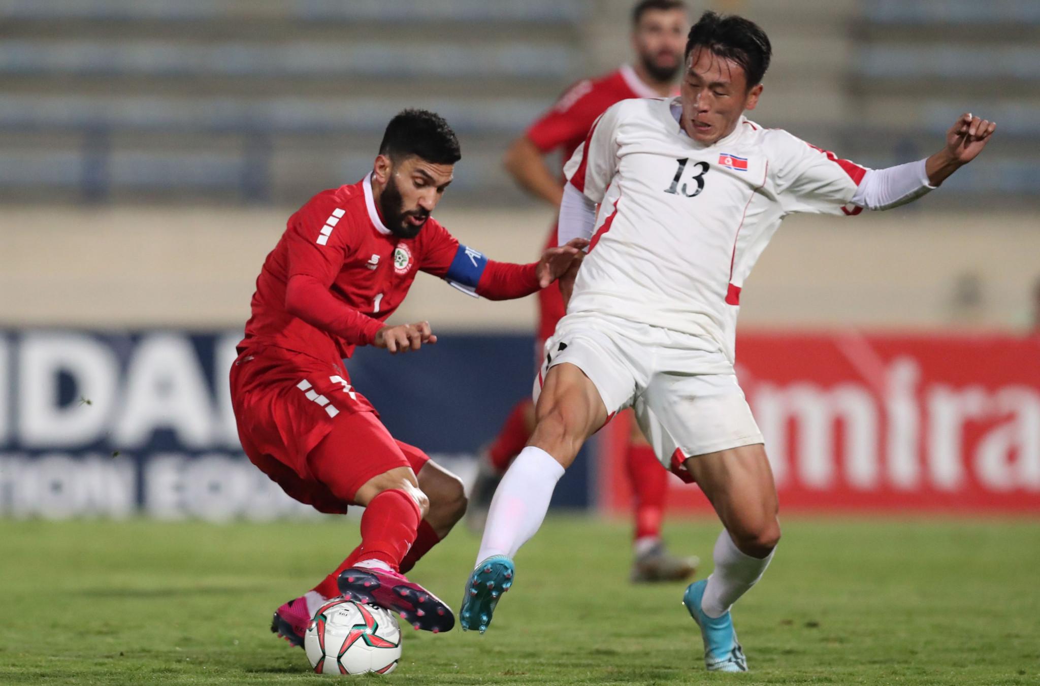 Triều Tiên (áo trắng) khiến cục diện vòng loại World Cup 2022 xáo trộn khó lường. Ảnh: ITG
