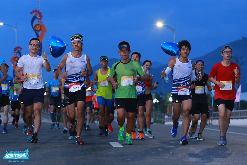 A group of athletes on the VM Quy Nhon 2020 track. Photo: VnExpress Marathon.