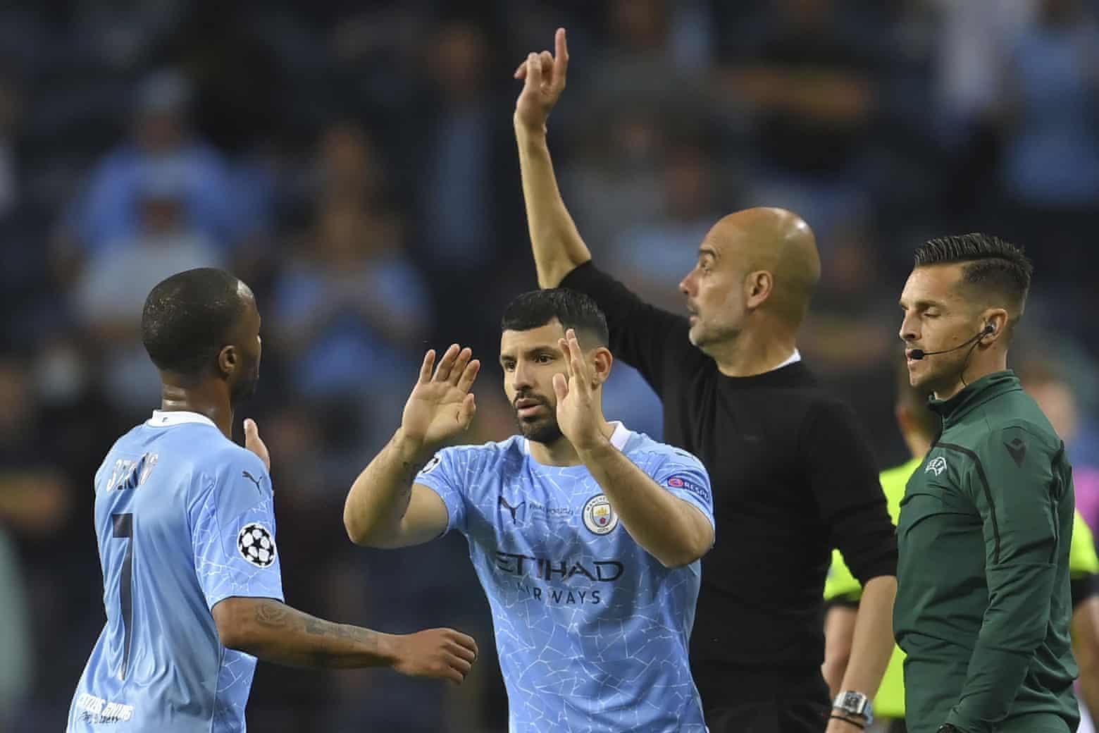 Guardiola tung Aguero vào thay Sterling ở phút 76 trận chung kết Champions League mà Man City thua Chelsea 0-1 hôm 29/5. Ảnh: AP