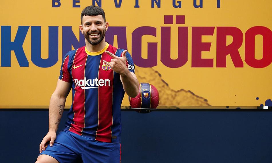 Aguero trong buổi ra mắt Barca hôm 31/5. Ảnh: Reuters.