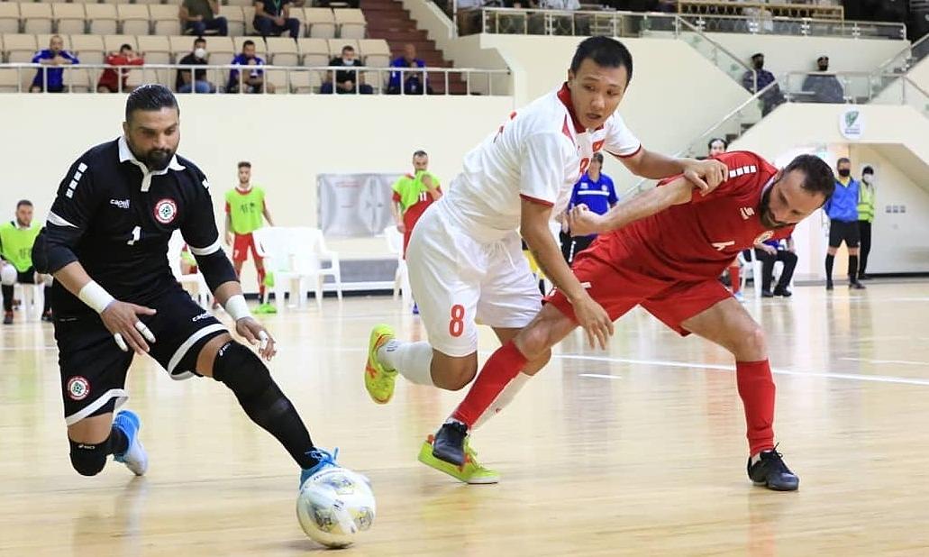Minh Trí (áo trắng) và đội tuyển Việt Nam có thể rơi vào bảng dễ chịu với Lithuania, CH Czech và Quần đảo Solomon. Ảnh: LFA