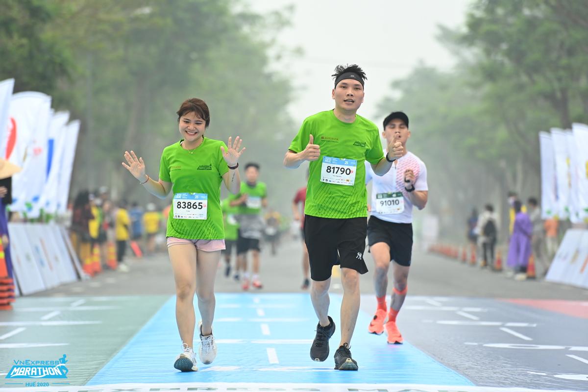 Runner về đích tại giải VnExpress Marathon Huế 2020. Ảnh: VnExpress Marathon