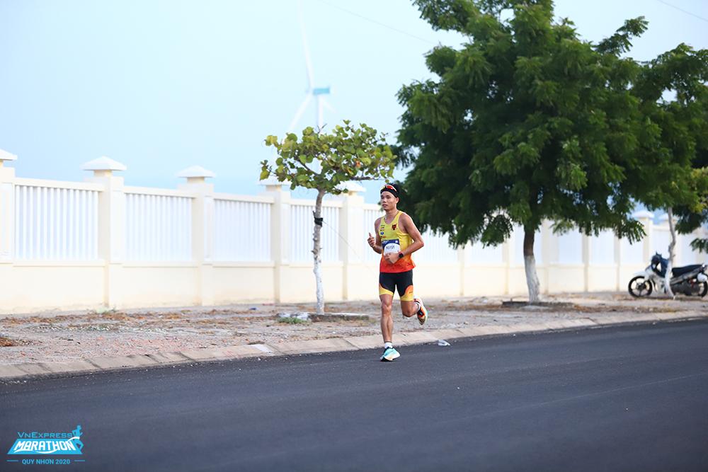 Runner participates in the VnExpress Marathon Quy Nhon 2020. Photo: VnExpress Marathon.
