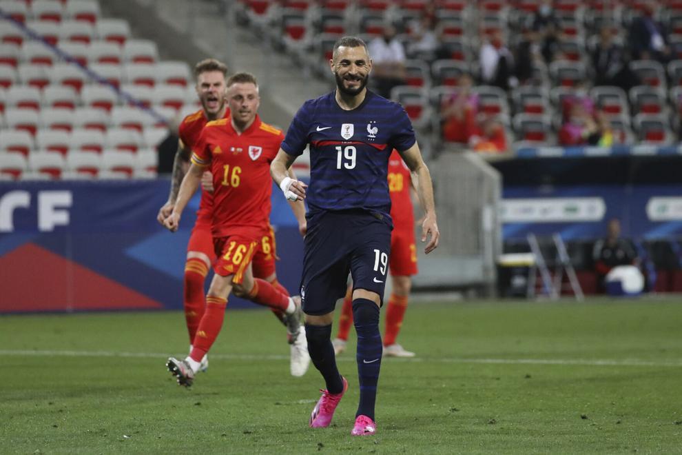 Benzema chưa thể có bàn thứ 28 cho đội tuyển. Ảnh: Reuters.