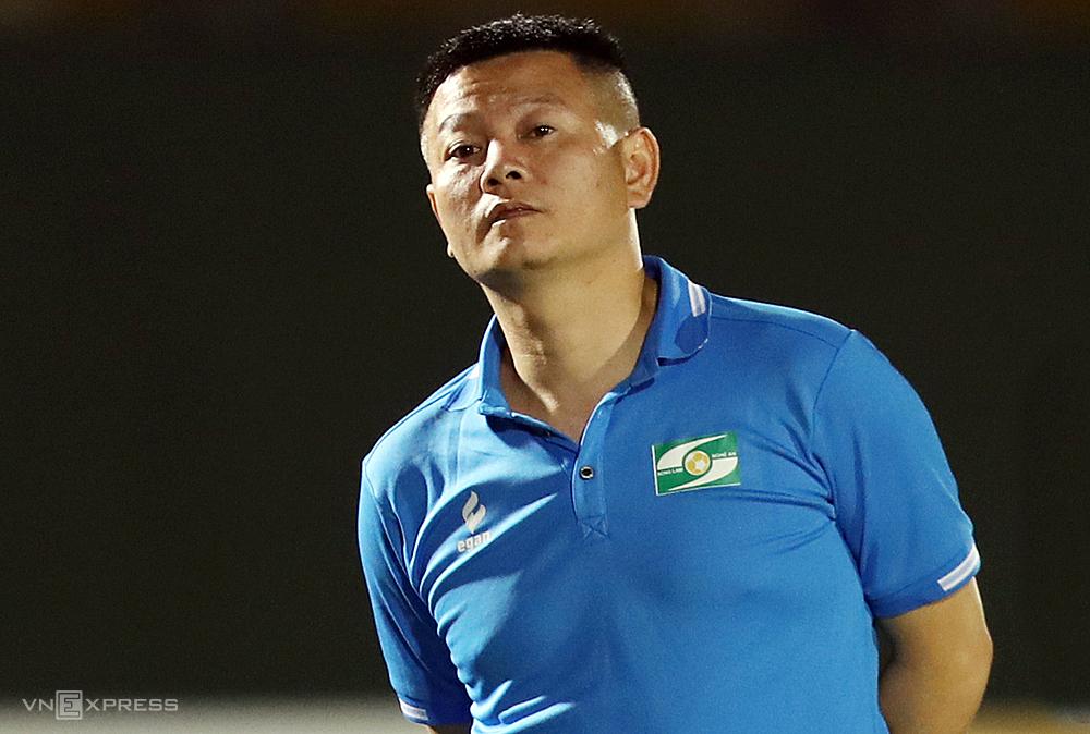 """Pham Van Quyen เพิ่งชนะอันดับสามกับ SLNA ในการแข่งขัน U19 ระดับชาติที่ Binh Duong ก่อนจะกลับมาทำงานเป็นผู้ช่วยทีม SLNA 1st  ภาพถ่าย: """"Duc Dong."""
