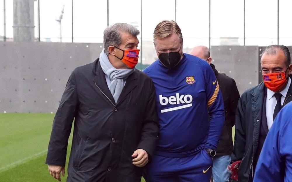 Chủ tịch vẫn đặt niềm tin vào Koeman sau thất bại ở La Liga và Champions League. Ảnh: EFE.