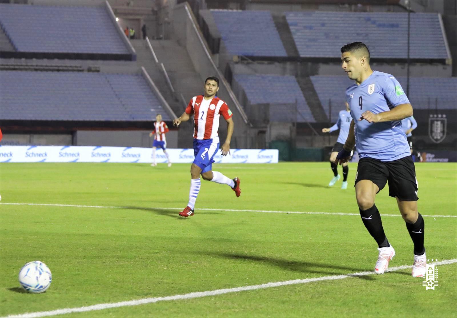 Suarez im tiếng trong trận thứ 117 khoác áo tuyển Uruguay. Ảnh: AUF