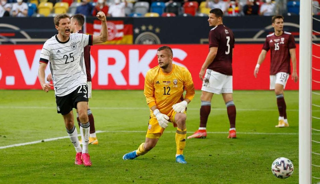 Muller bersinar sebagai striker.  Foto: Reuters.