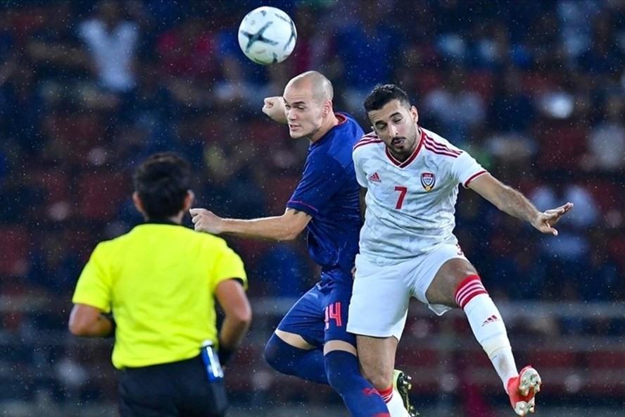 Thailand (biru) hanya meraih sembilan poin setelah tujuh pertandingan.  Foto: AFC